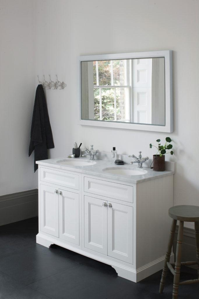 1300 freenstanding vanity unit.